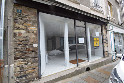 VITRE - LOCAL COMMERCIAL EN CENTRE VILLE